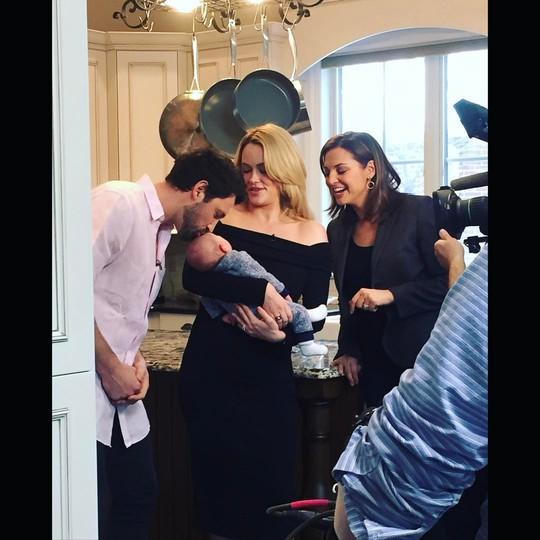 Максим Чмерковский впервые опубликовал фото с женой и новорождённым сыном