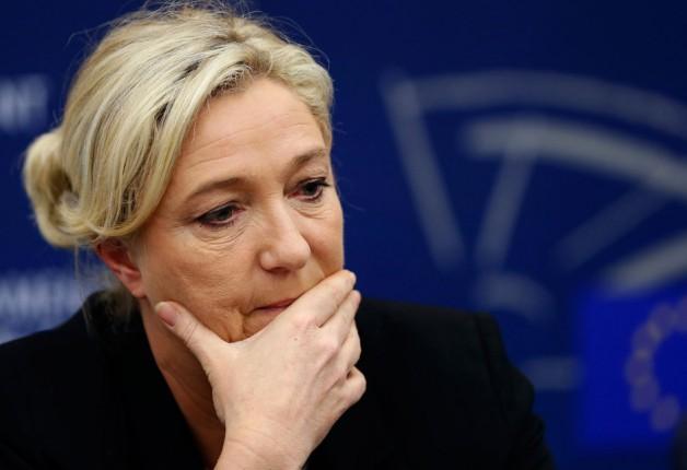 Полиция провела обыски в штаб-квартире партии Марин Ле Пен