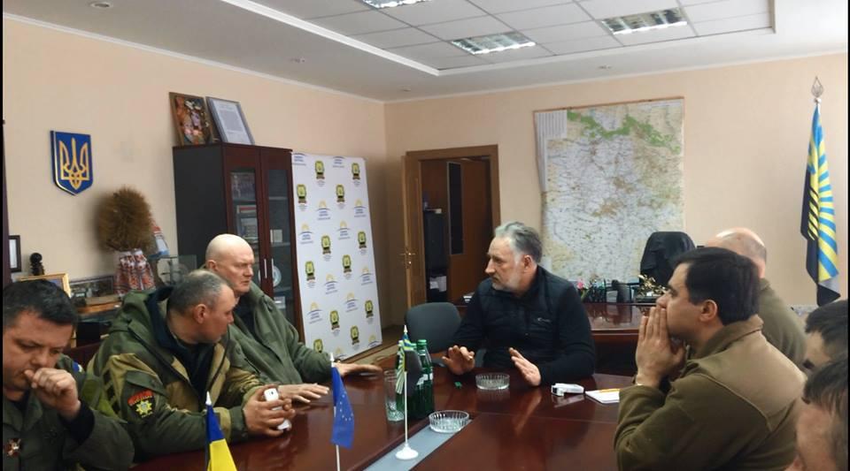 Жебривский рассказал Семенченко и Парасюку, почему блокаду ЛДНР нужно проводить осторожно