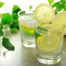 Почему утро стоит начинать с воды и лимона