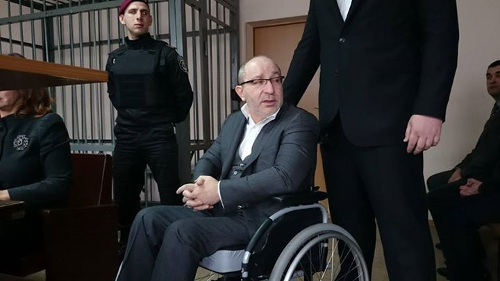 Кернес сломал ногу во время занятий с реабилитологом, — СМИ