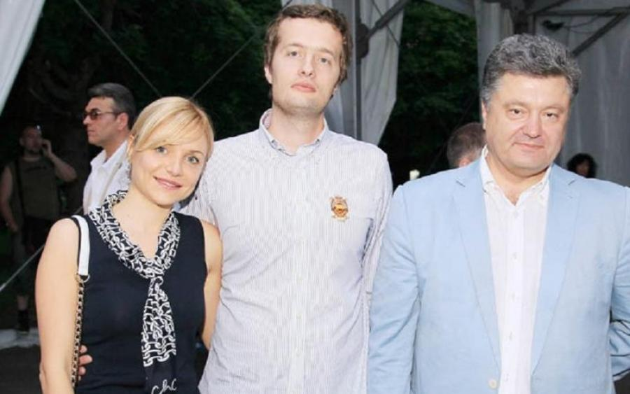 Журналист опубликовал фото российского паспорта невестки Порошенко