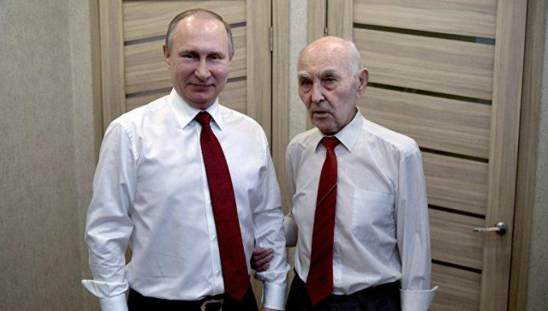 Путин встретился с экс-резидентом КГБ в Дрездене, под началом которого работал