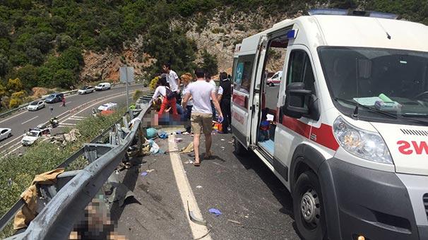 В Турции туристический автобус упал в пропасть: погибли 20 человек