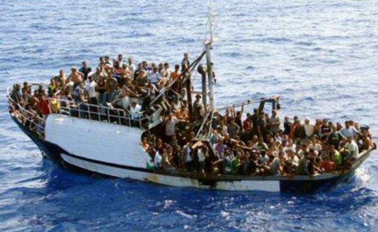 В Средиземном море утонула лодка с 80 мигрантами