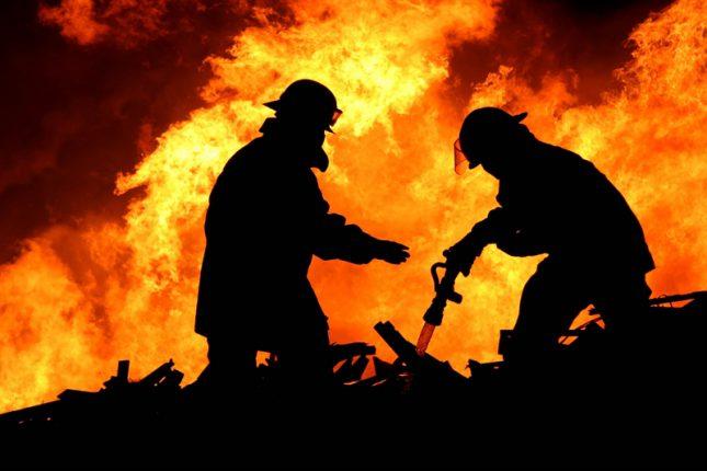 В районе Ровно загорелась мусорная свалка