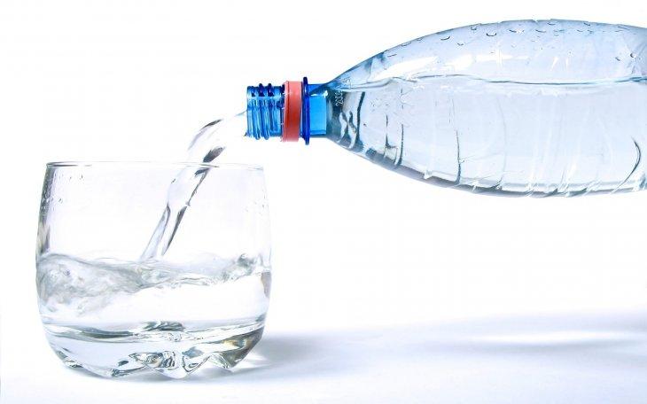 Специалисты рассказали, чем может навредить минеральная вода
