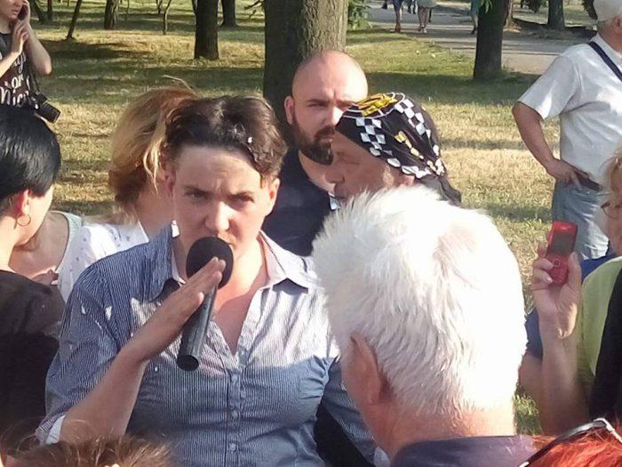 Надежду Савченко забросали яйцами во время встречи с избирателями: фото