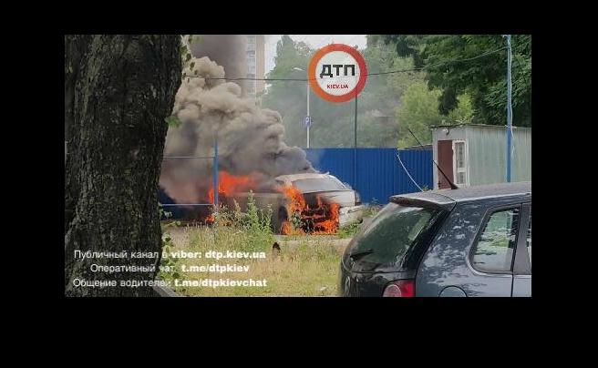 В Киеве взорвался лимузин Chrysler