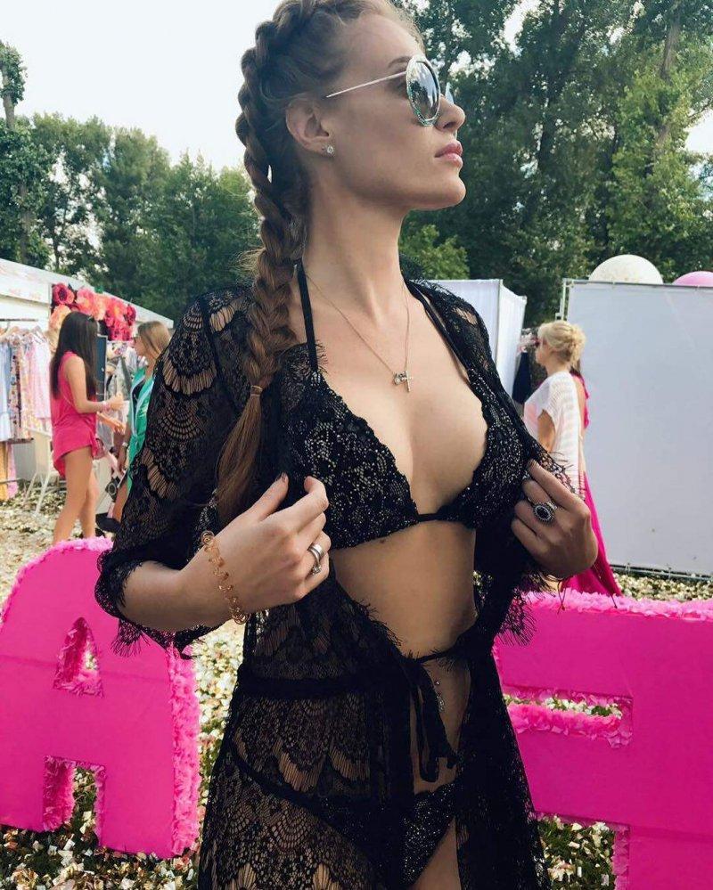Известная украинская певица похвасталась фигурой в нижнем белье