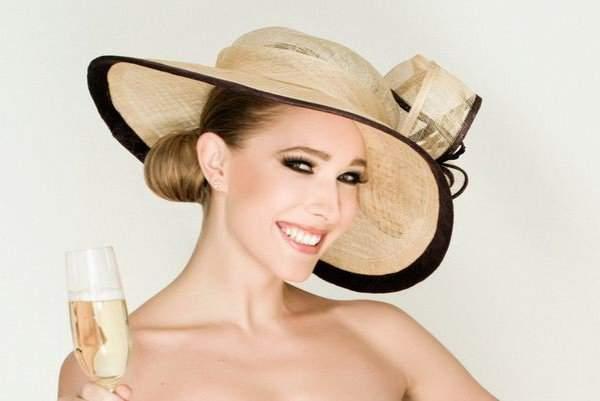 Катя Осадчая восхитила красотой в стильном платье