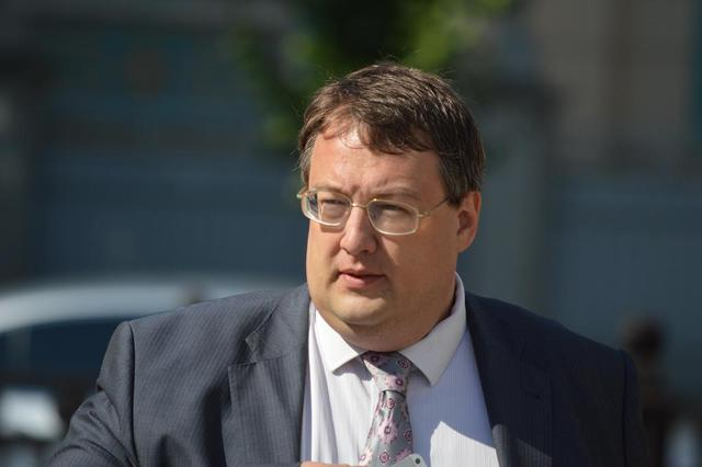 Обвиняемые в покушении на Антона Геращенко попросили о суде присяжных