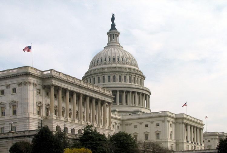 Конгресс США принял закон о новых санкциях против России