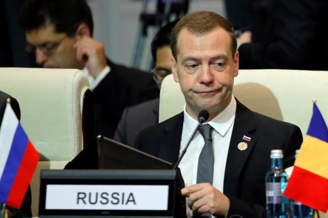 Премьер России злорадствует над конфликтом Порошенко и Саакашвили