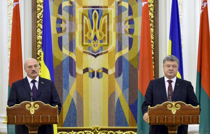 Агрессия России убила 11 тысяч украинцев, – Порошенко