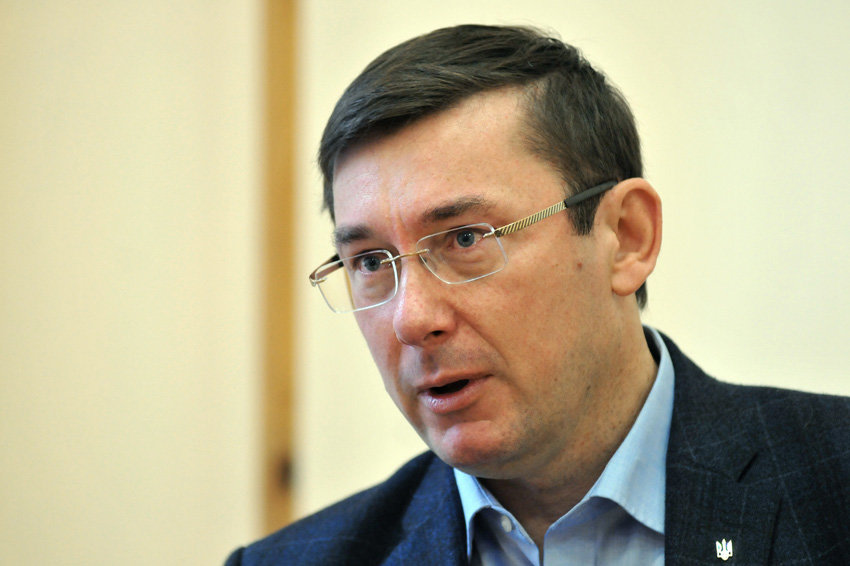 Луценко со скандалом покинул заседание комитета Рады