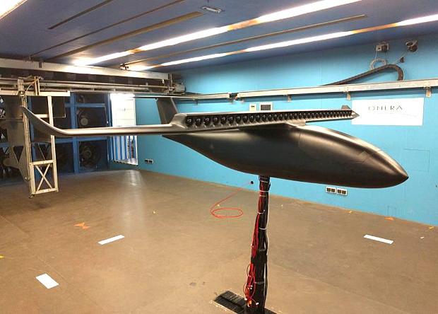 Во Франции показали модель электрического самолета