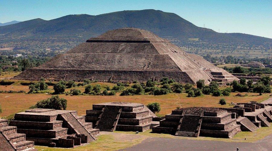 В мексиканской пирамиде нашли секретный тоннель
