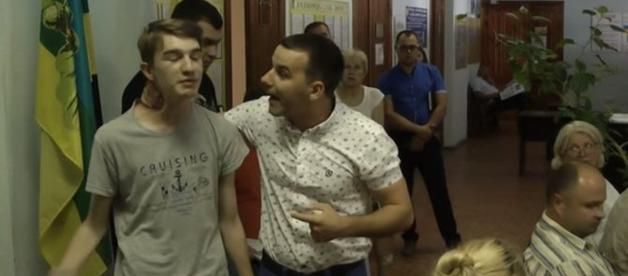 Депутата от БПП наказали за драку со школьником