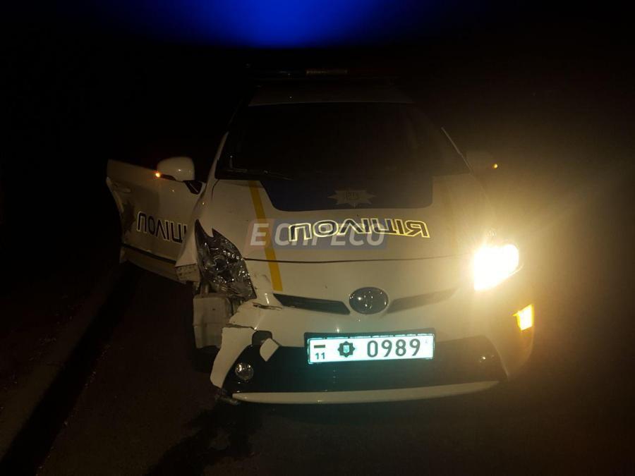 В Киеве мужчина похитил Рендж Ровер и во время бегства протаранил авто полиции