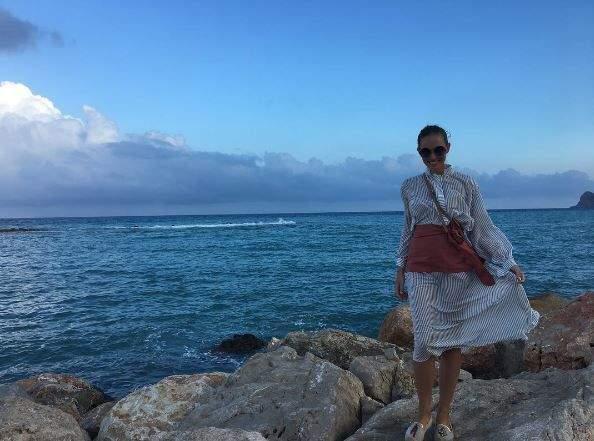 Катя Осадчая очаровала стройной фигурой в бикини