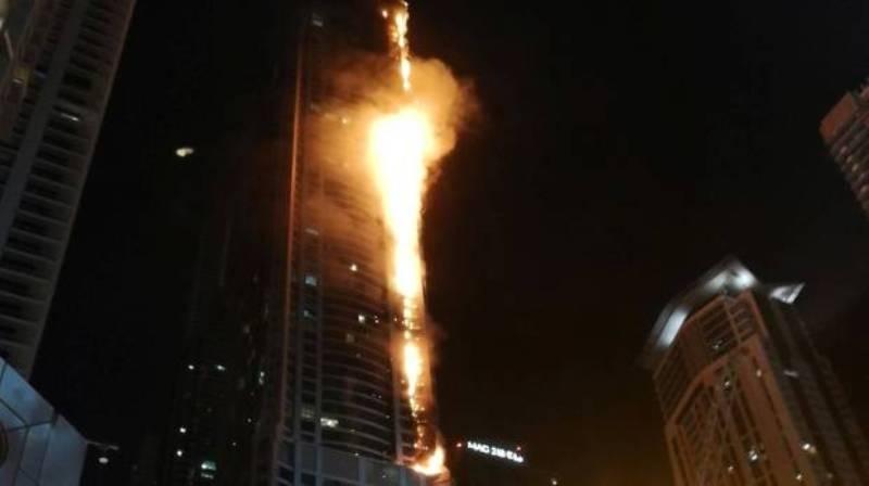 В Дубае горит одно из самых высоких зданий в мире