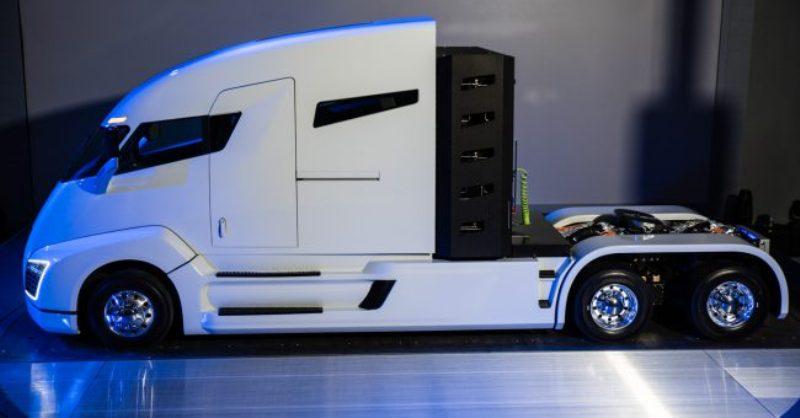 Электрический грузовик Tesla будет беспилотным