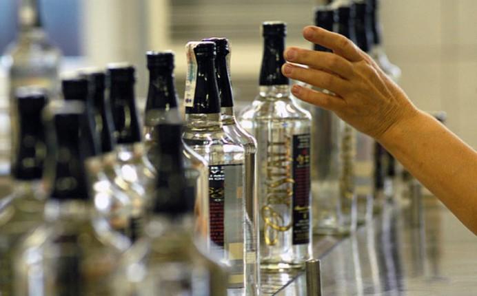 Минимальную стоимость водки могут повысить почти до 80 гривен