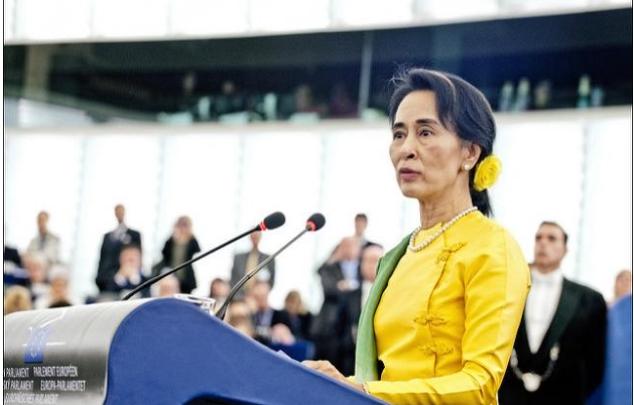 Reuters: Лидер Мьянмы осудила преследование мусульманского меньшинства
