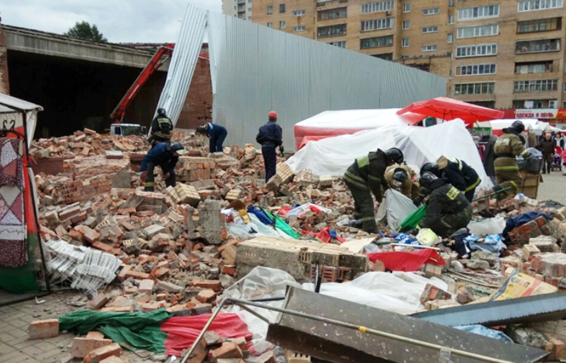 Под Москвой на людей обрушилась стена кинотеатра, есть пострадавшие