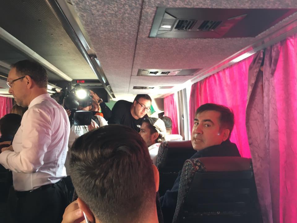 Саакашвили выехал из Жешува на пограничный переход Краковец