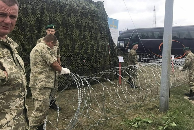Полиция задержала группу из 40 человек в камуфляже возле погранперехода Краковец