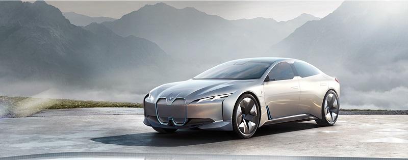 BMW представила электромобиль с запасом хода в 600 км на одном заряде
