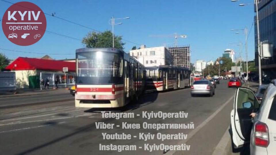 В Киеве с рельс сошел скоростной трамвай