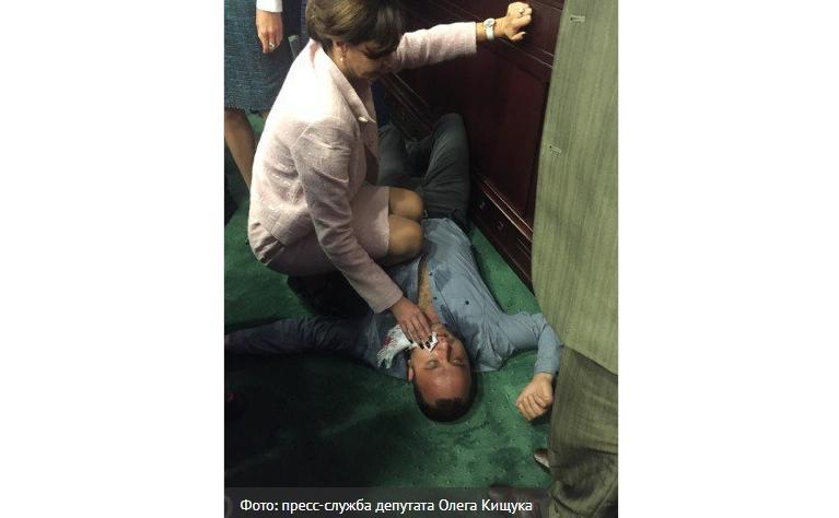 Депутату Киевоблсовета Хахулину выбили зуб на сессии