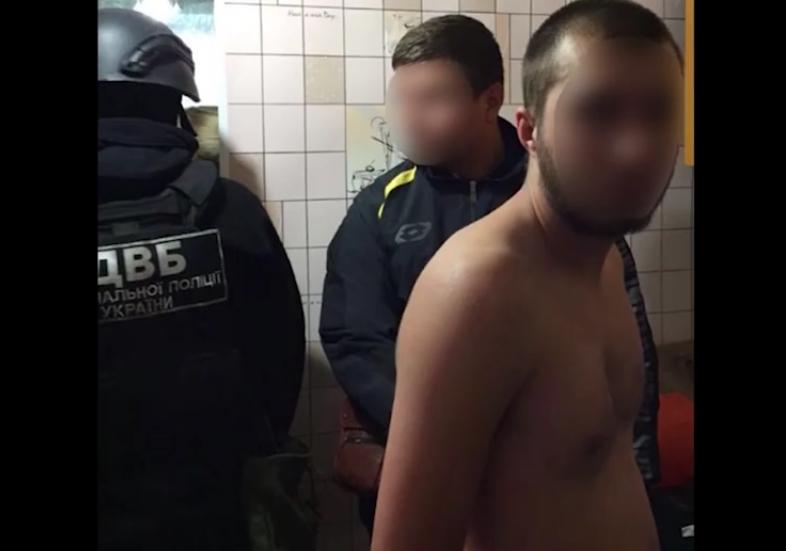 В Одессе трое преступников с ножом напали на нацгвардейца