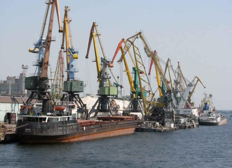 Кабмин снизит ставки портовых сборов