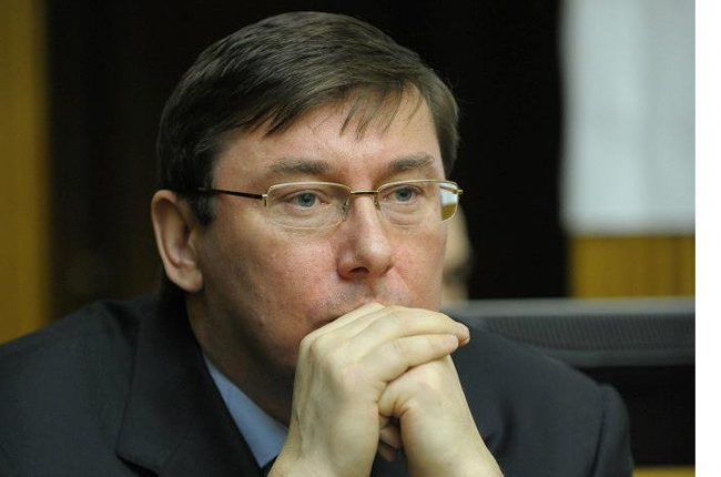 С понедельника чиновники начнут отвечать за пожар в лагере «Виктория», — Луценко