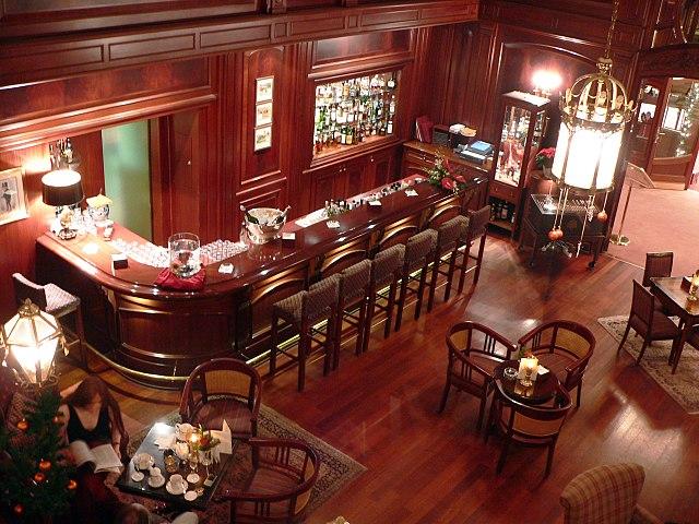 Почему бар устроен именно так и не иначе?