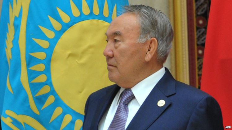 Назарбаев одобрил переход Казахстана на латиницу, — Reuters