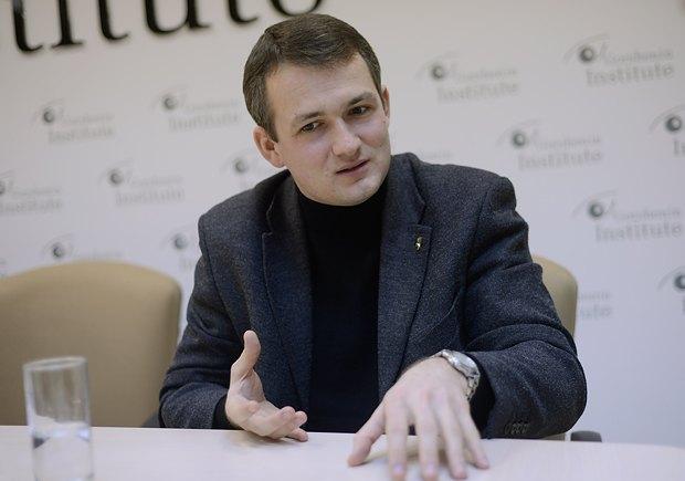 Депутат Верховной рады бросил дымовую шашку прямо взале заседаний