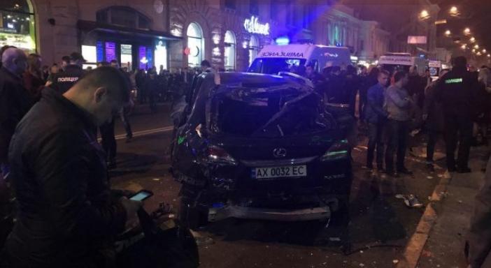 Появилось видео смертельного ДТП в Харькове: Lexus врезается в толпу