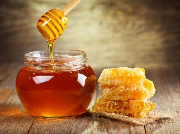 Излечить многие болезни поможет майский мед