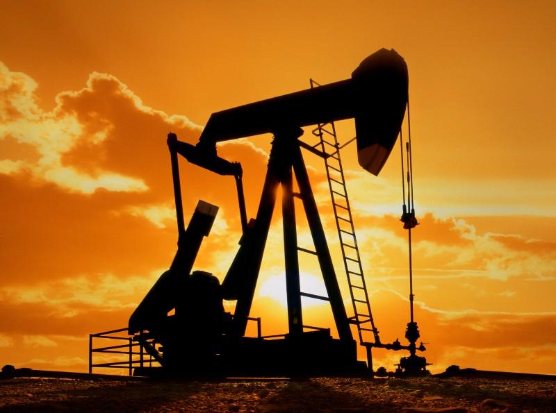 Цена на нефть снижается на сообщениях о росте добычи ОПЕК