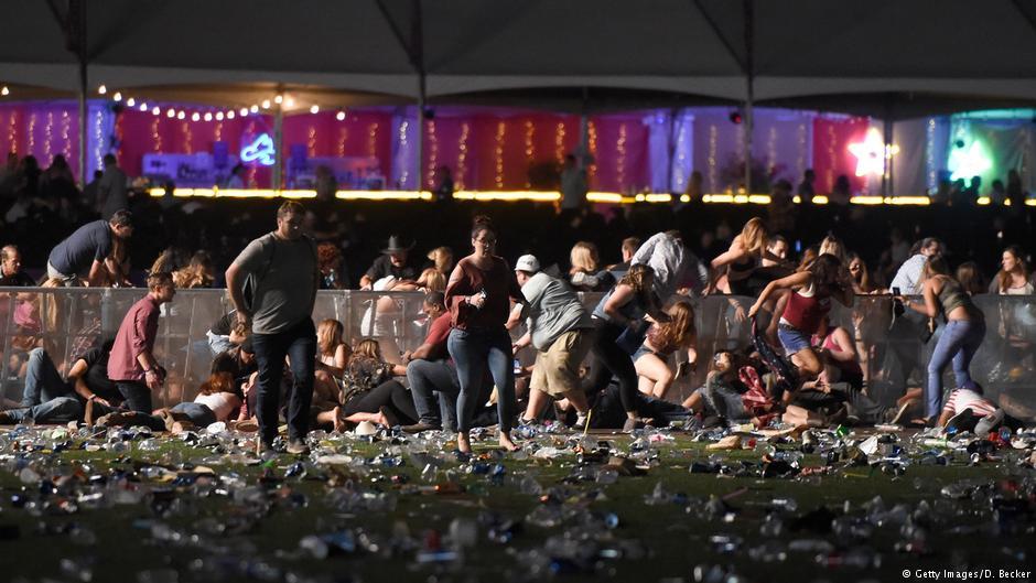 В результате стрельбы в Лас-Вегасе погибли более 20 человек, свыше 100 раненых