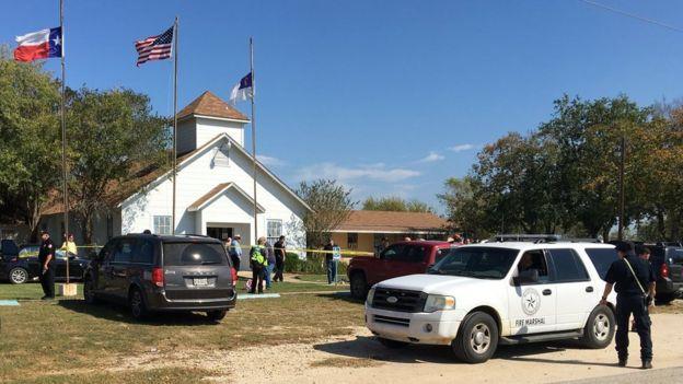 В США в церкви неизвестный расстрелял десятки людей
