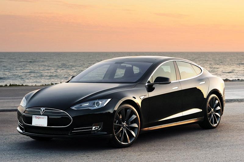 Tesla может разориться в предстоящем году, пугает Bloomberg