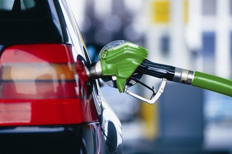 Бензин в Украине подорожал на три гривни