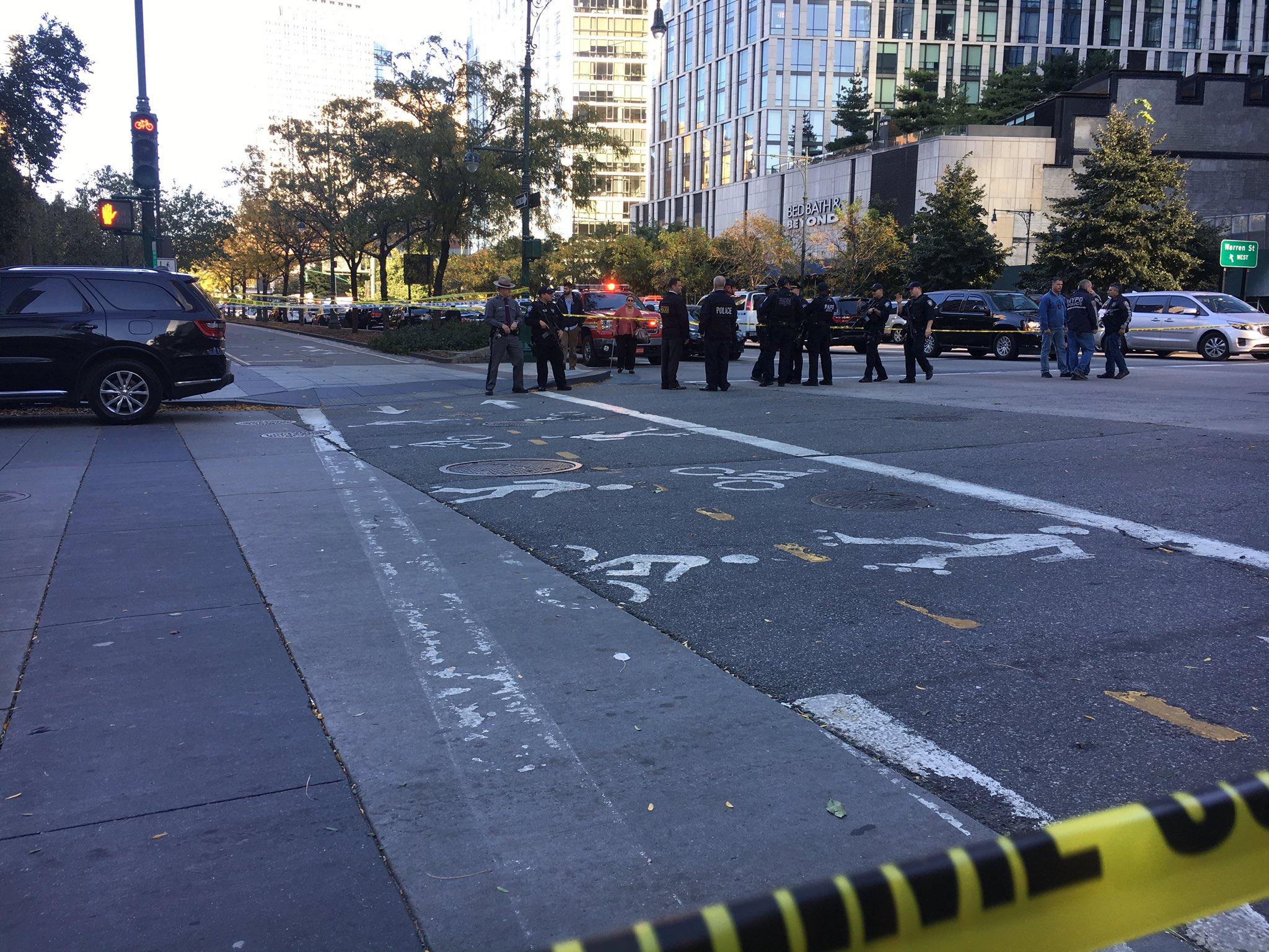 Полиция Нью-Йорка назвала терактом наезд на людей в Манхэттене