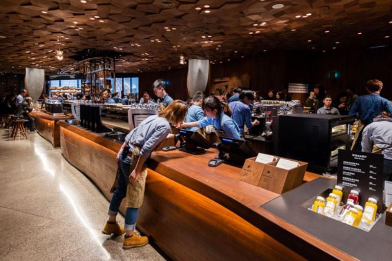 Американцы открыли в Китае самую большую в мире кофейню Starbuck's